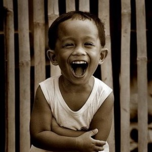 http://kimandjason.com/blog/wp-content/uploads/2009/08/pinoy-kid-laughing-300x300.jpg