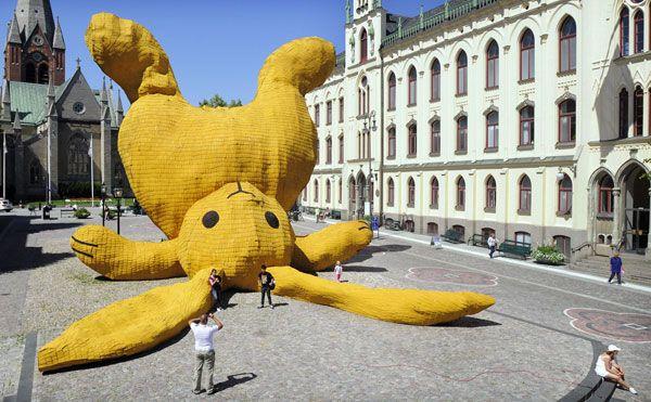 giant-bunny