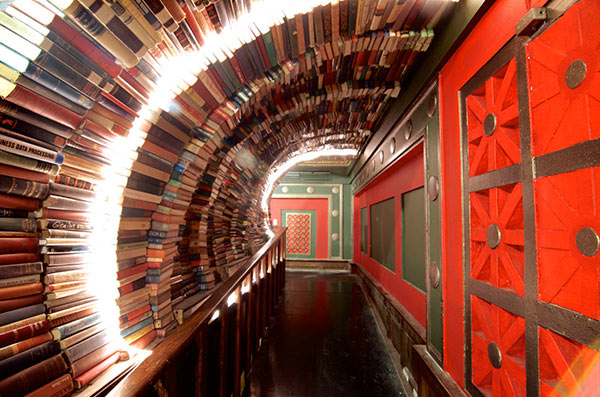 bookstore-tunnel
